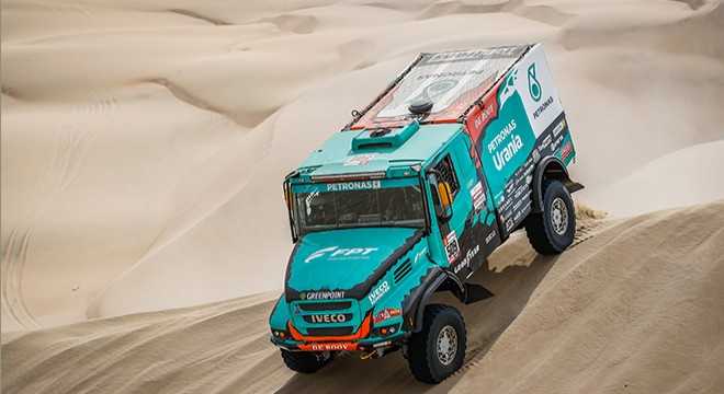 TEAM PETRONAS DE ROOY IVECO TEAM TAKES FOUR TRUCKS INTO THE TOP 10